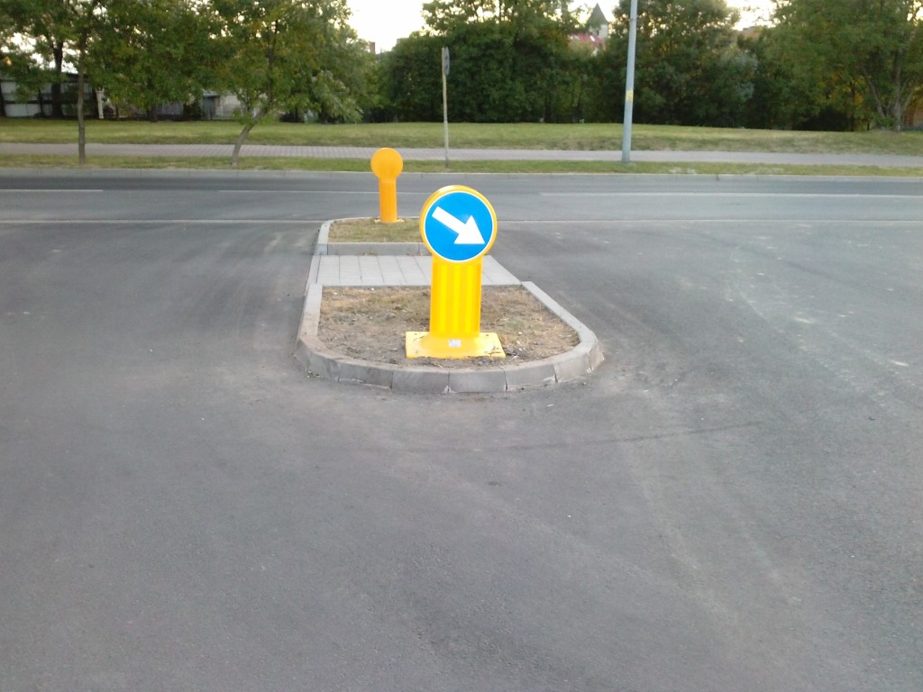 montaż znaków drogowych